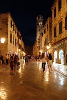 ドゥブロヴニク旧市街夕暮れ