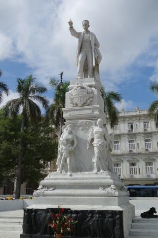 ホセ・マルティの像