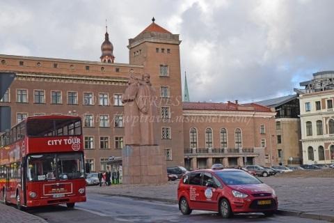 ラトビア・ライフル部隊の像