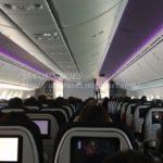 飛行機でコロナ濃厚接触を避けるには窓側が良い説