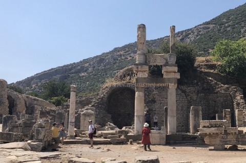 エフェソス遺跡-ドミティアヌス神殿