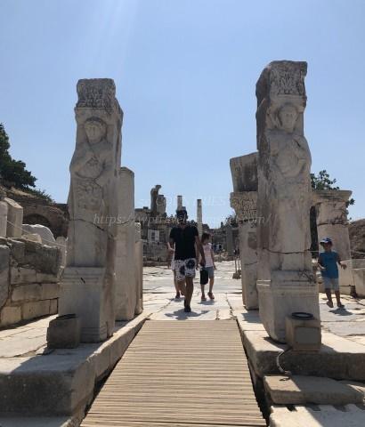エフェソス遺跡-ヘラクレスの門