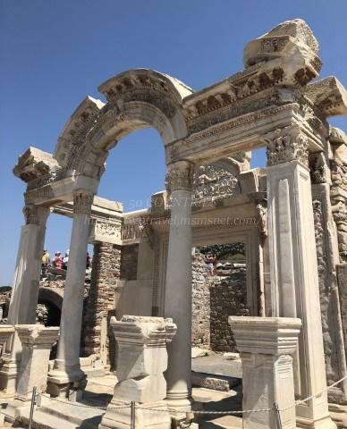 エフェソス遺跡-ハドリアヌス神殿