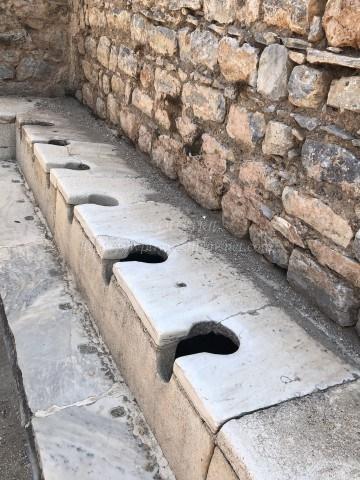 エフェソス遺跡-公衆トイレ