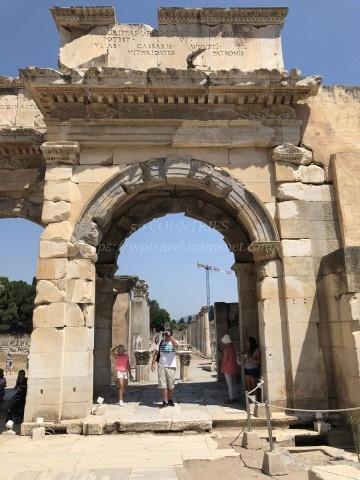 エフェソス遺跡-ケルスス図書館の横の門